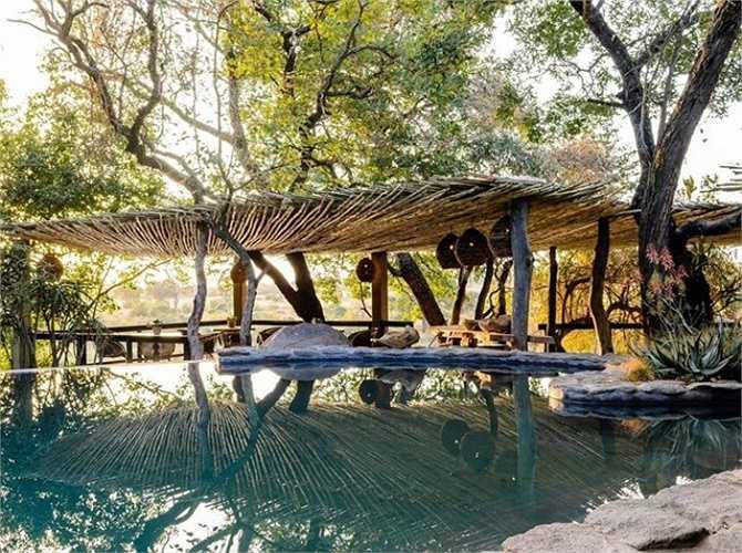 7. Singita Sabi Sand, Vườn quốc gia Kruger, Nam Phi: Khách sạn Singita Sabi có hai dãy phòng nghỉ riêng biệt với nội thất độc đáo của các nhà thiết kế mới nổi châu Phi.