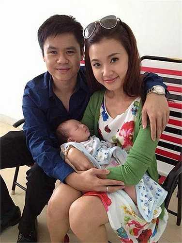 Lễ đính hôn giữa Midu và Quang Thành đã tổ chức vào tháng 12 năm ngoái nhưng đám cưới chính thức chưa được diễn ra. Fan mong chờ trong năm nay, đôi bạn trẻ sẽ nên duyên vợ chồng.