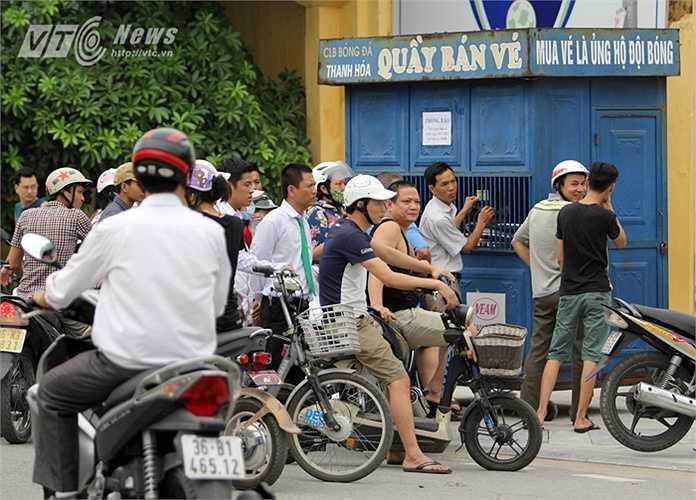 Vé xem trận Thanh Hóa - HAGL ở vòng 15 V-League trên sân Thanh Hóa được BTC bán theo 3 đợt vào 3 ngày và mỗi đợt chỉ bán với số lượng 3000 vé.