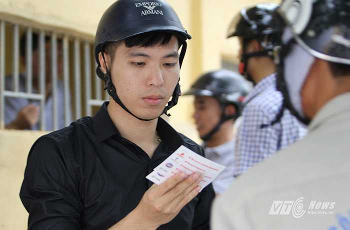 Sở dĩ sân Thanh Hóa không bán vé đồng loạt trong một ngày mà chia ra là nhiều đợt (đợt cuối cùng vào chiều mai, trước giờ đấu) là vì muốn chia sẻ vé cho nhiều người.