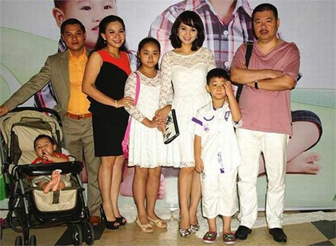 Hiện tại, cô đang có một gia đình hạnh phúc với hai con: một gái và một trai. Mai Thu Huyền còn khiến nhiều người ghen tỵ khi sinh sống tại một ngôi biệt thự xa hoa tại TP.HCM.