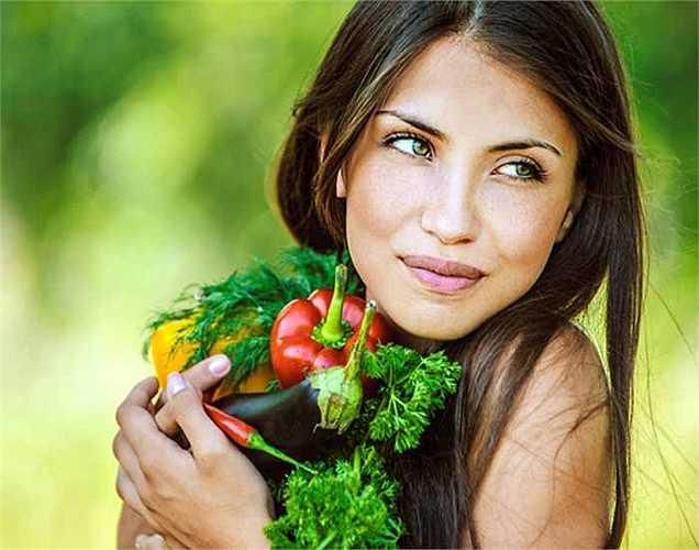 Ăn uống lành mạnh: Bạn cần một chế độ ăn uống cân bằng có chứa đủ protein, tinh bột, vitamin và khoáng chất mỗi ngày. Chuẩn bị một biểu đồ thực phẩm và làm theo nó để duy trì sức khỏe của bạn. Điều này giúp bạn trẻ mãi.