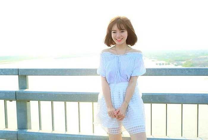 Tóc ngắn cùng 'mái thưa' tạo nên vẻ đẹp cá tính cho Tú Linh