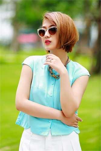 Trang Cherry sở hữu gương mặt đẹp và phong cách ăn mặc cá tính