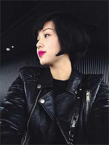 Dù tóc ngắn hay dài thì Tâm Tít vẫn rất xinh đẹp, quyến rũ.  (Nguồn: Dân Việt)