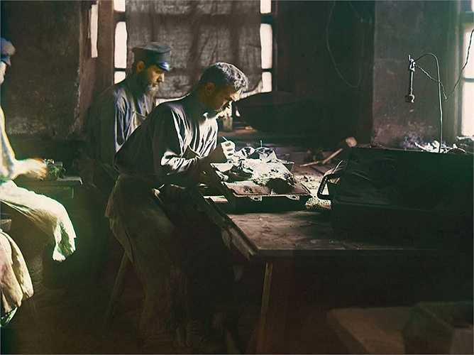 Nhà máy kim loại Kasil thành lập năm 1747 và được biết đến với các sản phẩm gang chất lượng cao với số lượng công nhân lên đến 3,000 người ở thời điểm bức ảnh được chụp