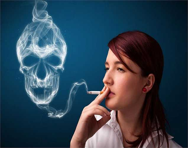 Hút thuốc: Một nghiên cứu ngẫu nhiên cho thấy kết quả gây sốc, rằng phụ nữ hút thuốc lá có nguy cơ mãn kinh sớm hơn vài năm so với những người không hút thuốc.