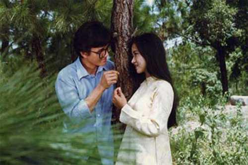Hoàng Hồng Nhị (phải) và Lê Công Tuấn Anh trong phim Em còn nhớ hay em đã quên