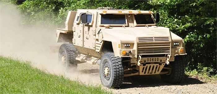 JLTV là dự án quốc tế được thủy quân lục chiến, lục quân Mỹ và 3 hãng chế tạo phối hợp tiến hành.
