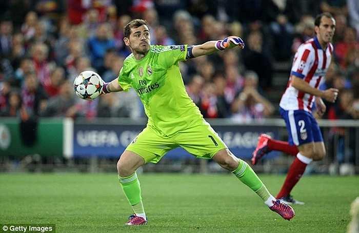 Iker Casillas đã chính thức chuyển sang Porto sau khi Real Madrid xác nhận vụ chuyển nhượng này. Anh kết thúc 25 năm sống tại Bernabeu, kể từ khi là một chú bé 9 tuổi