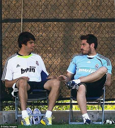 Casillas cũng có cơ hội làm đồng đội của nhiều siêu sao như Kaka, Ronaldo 'béo', Zidane, Figo, Beckham...