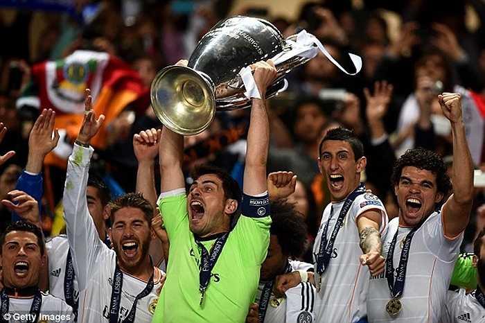 Trong 16 năm chơi bóng cho Real, Casillas giành được tổng cộng 18 danh hiệu lớn nhỏ