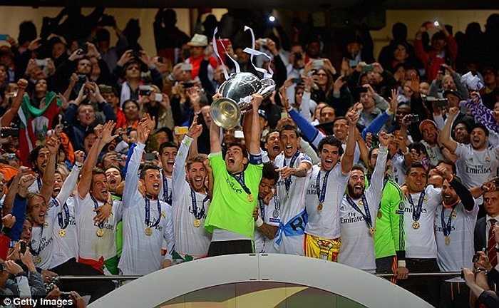 Casillas giương cao chức vô địch Champions League lần thứ 3 năm 2014 vừa rồi