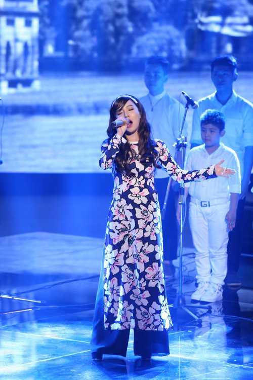 Hạ Vy đội Tuấn Hưng thể hiện 'Hà Nội niềm tin và hy vọng' của cố nhạc sĩ Phan Nhân