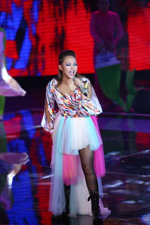 Kimmese đội Thu Phương trình bày ca khúc 'Vẽ'.