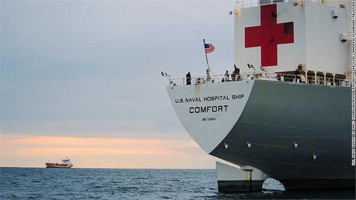 Hiện chiếc tàu Comfort đang cập cảng tại Jamaica để thực hiện nhiệm vụ cứu trợ trong chiến dịch nhân đạo. Tàu sẽ đi khắp các vùng Nam và Trung Mỹ và Caribbe