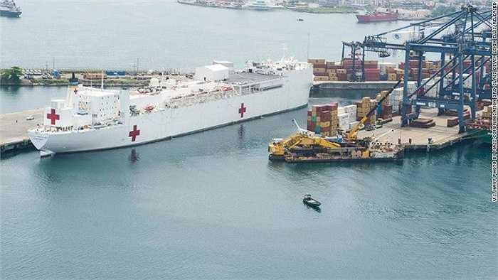 Tàu USNS Comfort  được xây dựng từ tàu chở dầu