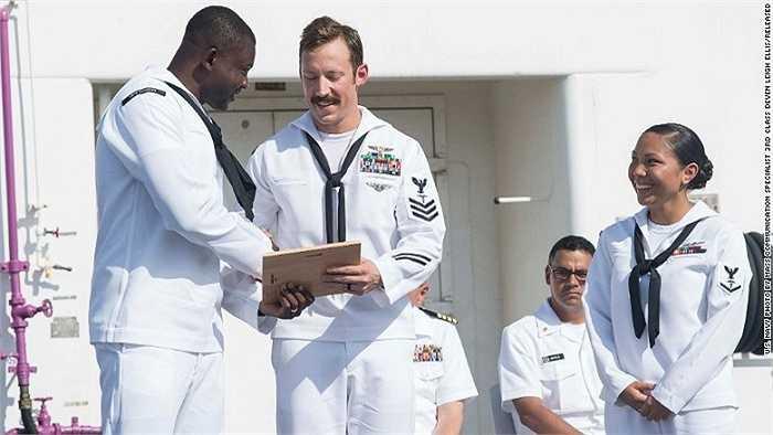 Sứ mệnh lần này của tàu USNS Comfort có sự ủng hộ của chính phủ Mỹ với 40 triệu USD và các tổ chức phi chính phủ khác