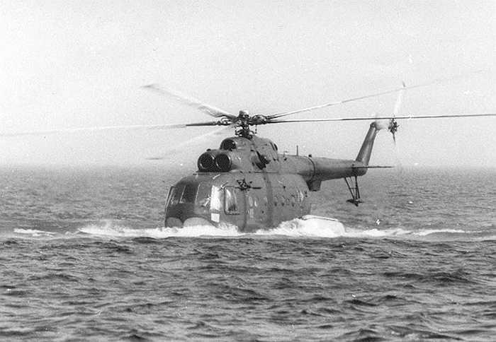 Với thiết kế đặc biệt của mình, Mi-14 có thể nổi trên mặt nước như tàu thủy