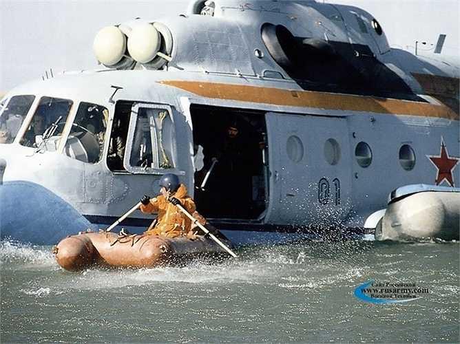 Thời điểm mới thử nghiệm, nhiều khi trực thăng này đã bị lật vì thiết kế chưa hoàn hảo
