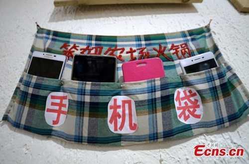 nhà hàng cấm dùng điện thoại