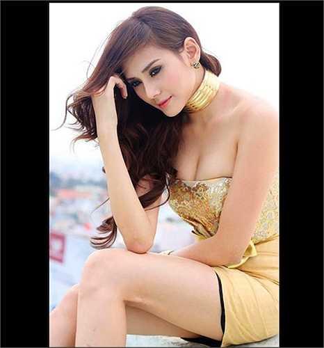 Trong làng mẫu Việt, Hoàng Yến là người đẹp có thân hình 'đồng hồ cát' rất quyến rũ.