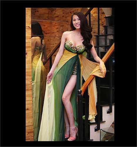Khi tới dự sự kiện, Thái Hà cũng thường thu hút ống kính máy ảnh với những bộ cánh sexy, gợi cảm.