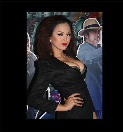 Hoàng Oanh là người mẫu nổi lên từ 'cái nôi' Vietnam's Next Top Model.