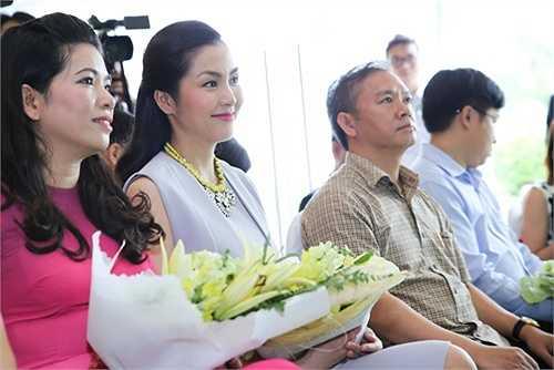 Bà xã Louis Nguyễn chưa bao giờ hết hot với công chúng, mọi thông tin về cô luôn được các độc giả quan tâm, đón nhận.