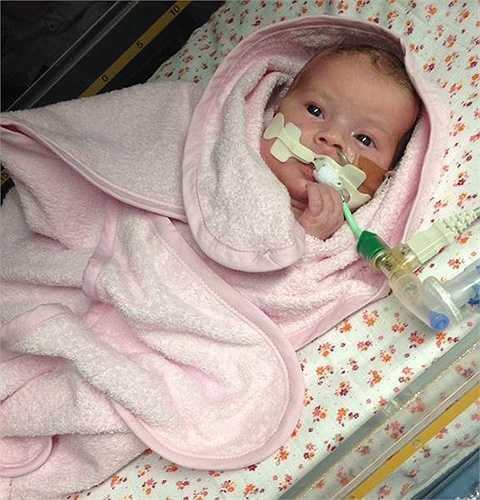 Vì không muốn để con gái mình phải chịu đau đớn, bố mẹ bé Minnie đã quyết định để bé ra đi nhẹ nhàng.