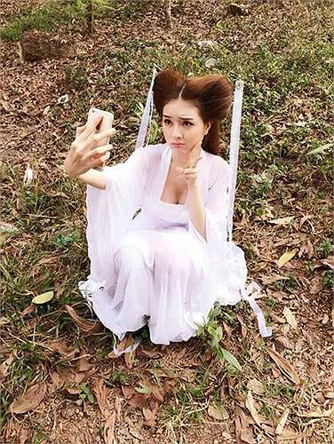 Lilly Luta khoe vòng một căng tròn dù diện trang phục cổ trang hóa thân thành Tiểu long nữ.