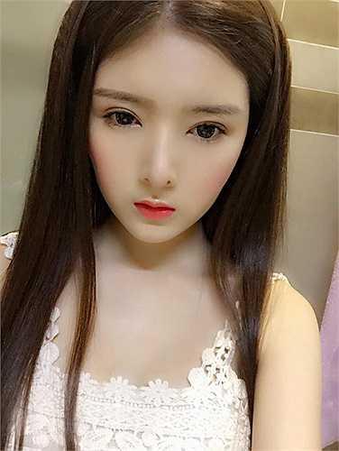 Sau phẫu thuật thẩm mỹ, vẻ đẹp kiểu S-line mang lại nét đẹp Hàn Quốc nhưng khiến Lilly Luta không còn giữ được nét đẹp tự nhiên.