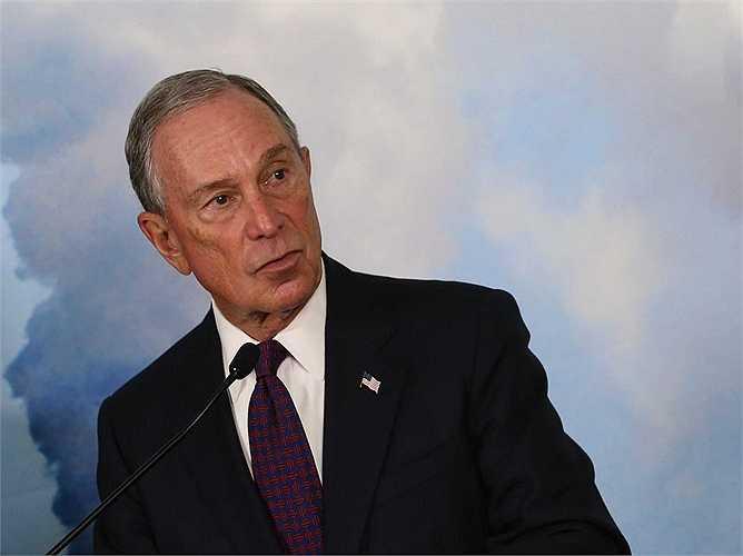 Ngoài ra,Bloomberg còn rất thành công trong kinh doanh bất động sản và hiện ông sở hữu nhiều căn nhà ở London, New York cho tới Bermuda