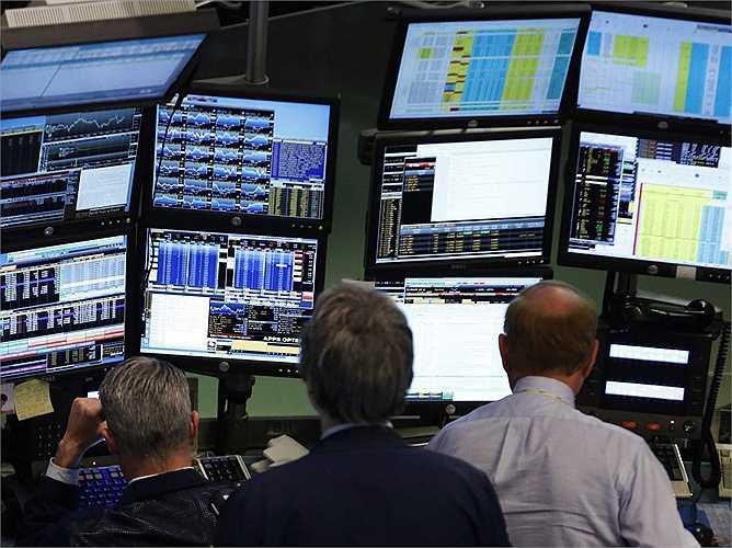 Tất cả số tiền được Michael Bloomberg đầu tư mở công ty của riêng mình, Innovative Market Solutions (giải pháp thăng tiến thị trường) và có được tiếng nói độc quyền trên thị trường nhờ Cổng Bloomberg