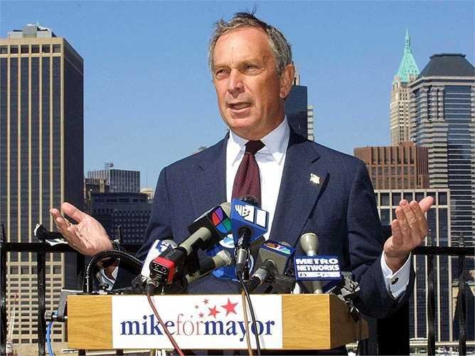 Vào năm 2001, tỷ phú truyền thông Michael Bloomberg quyết định bước vào con đường chính trị bằng cách ra tranh cử chức Thị trưởng New York. Ông chiến thắng 1 năm sau đó và đã làm rất nhiều điều tốt đẹp cho thành phố