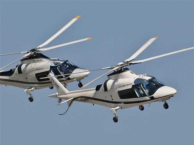 Ông trùm truyền thông sở hữu rất nhiều món đồ chơi đắt tiền như chiếc trực thăng 6 chỗ ngồi Agusta SPA A109s này