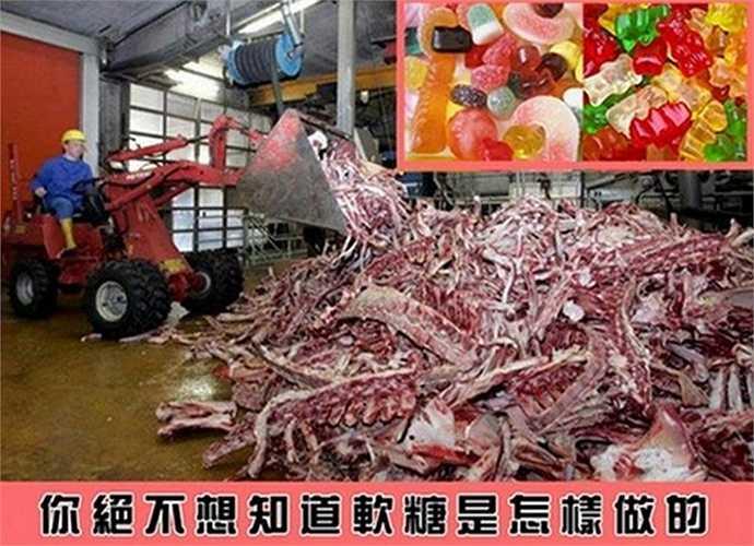 Theo đó, truyền thông của Đài Loan đã phanh phui sự thật kinh hoàng đằng sau quy trình sản xuất kẹo mềm, chip chip, khiến nhiều người không khỏi rùng mình bởi nó quá bẩn, không đảm bảo vệ sinh an toàn thực phẩm