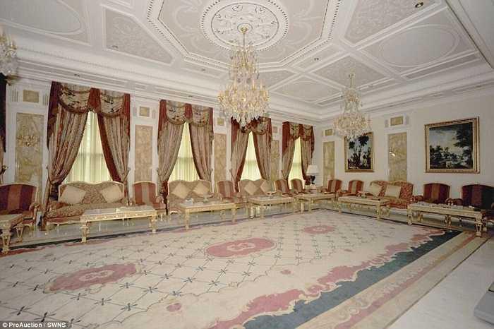 Và cuối cùng là phòng hội nghị dành cho những buổi hẹn gặp khách quý. Để sở hữu siêu biệt thự này, chủ nhân mới sẽ phải bỏ ra không dưới 280 triệu euro