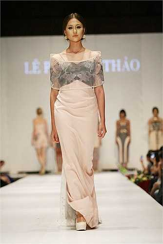 Giống như Hà Min, Hà Lade cũng là một chân dài nổi tiếng tại Hà thành. Cô tên thật là Bùi Thanh Hà, sinh năm 1994, sở hữu chiều cao nổi bật 1,75 m.
