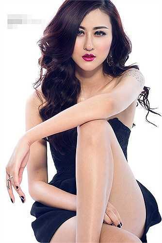 Từ một hot girl chân dài, Hà Lade nhanh chóng trở thành người mẫu được rất nhiều nhiếp ảnh gia, nhà thiết kế để ý với những show diễn thời trang chuyên nghiệp. Hiện tại, cô rút lui khỏi showbiz nhưng mọi thông tin, hoạt động của cô vẫn được các bạn trẻ quan tâm.