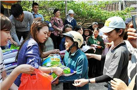 Người đẹp còn đứng ra thành lập một quỹ từ thiện, duy trì đều đặn các hoạt động thiện nguyện