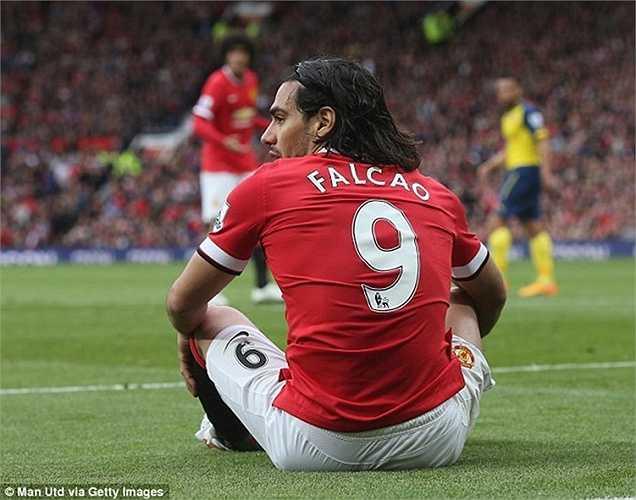 Ngay cả ở hành trình thất bại với Man Utd, 'Mãnh hổ' cũng không từ bỏ chiếc áo số 9. Chính vì vậy khi sang Chelsea, ngôi sao 29 tuổi tiếp tục nhận số áo này
