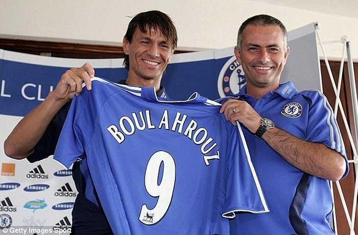 Đến cả một hậu vệ như Boulahrouz cũng được giao số áo được coi là rất đẹp này