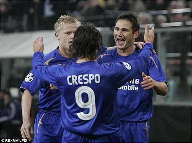 Cũng có không ít ngôi sao từng thử sức với áo số 9 tại Chelsea nhưng đều không thành công. Điển hình có Crespo. Sau mùa đầu tiên mang áo số 21, anh chuyển sang số 9 ở mùa thứ hai. Đáng tiếc, số áo mới còn khiến thành tích của anh đi giật lùi