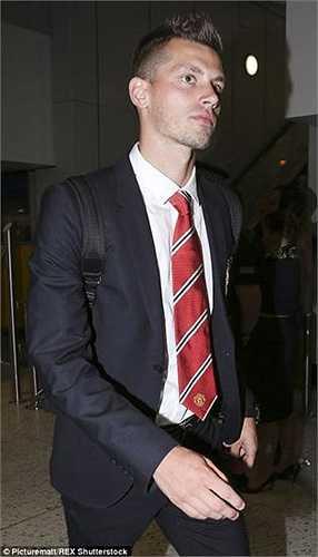 Tiền vệ Morgan Schneiderlin có mặt trong tour du đấu cùng Man Utd dù trước đó chỉ 3 ngày, anh vẫn còn có mặt trong tour du đấu của CLB cũ - Southampton