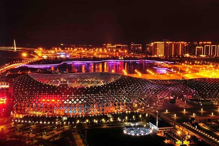 Thâm Quyến có 16.454.057 nhà đầu tư chứng khoán, chiếm 6,97 dân số. Trong ảnh là khu thể thao ở Shenzhen Bay.