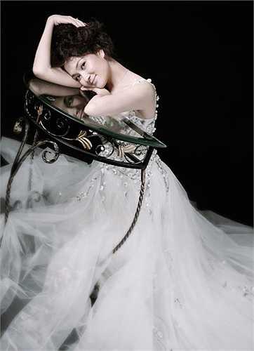 Với khuôn mặt đầy đặn, mộc mạc mang vẻ đẹp đặc trưng của phụ nữ Á Đông, hình thể lợi thế (84-60-92) với chiều cao 1,72 m, Nguyễn Thị Huyền đã được Ban giám khảo Miss world chọn vào Top 15 (đồng hạng 10 với hoa hậu Trung Quốc).