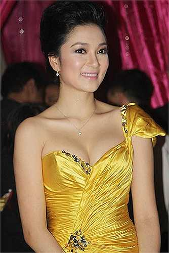 Năm 2012, Nguyễn Thị Huyền làm nghiên cứu sinh tại Học viện Báo chí và Tuyên truyền.