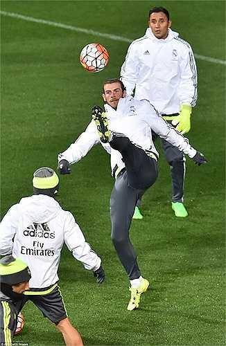 Mặc dù vậy cho tới lúc này, chưa có sự thay đổi nào lớn trong phòng thay đồ của Real Madrid, ngoại trừ sự ra đi của đội trưởng Casillas