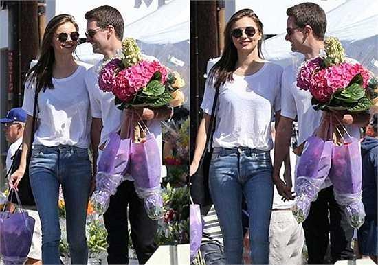 Mới đây,  hình ảnh Miranda Kerr và tỷ phú Evan Spiegel nắm tay nhau dạo bước trên đường phố Los Angeles (Mỹ) được nhiều người ghi lại, đây là lần đầu tiên họ tình tứ công khai xuất hiện sau tin đồn hẹn hò.